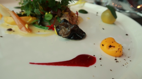 紅色:甜菜根醬;黃色:胡蘿蔔醬+馬告山椒